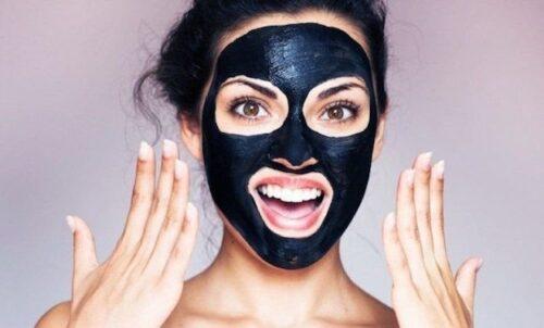masque points noirs